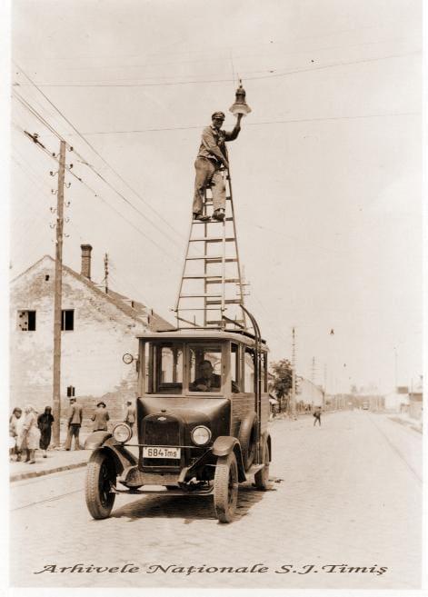 908_Timisoara-la-1930.-Angajati-ai-Uzinei-Electrice