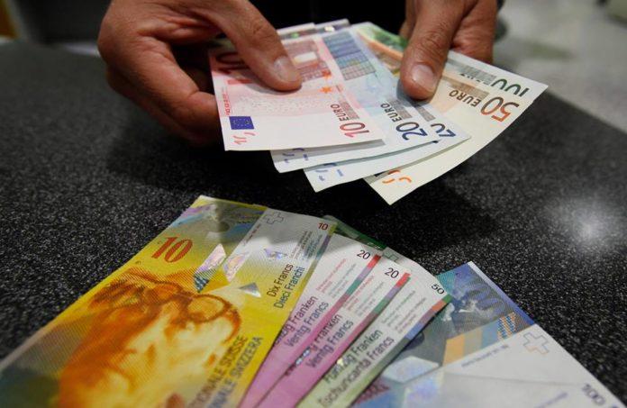 , Francul elveţian a crescut cu 4 bani