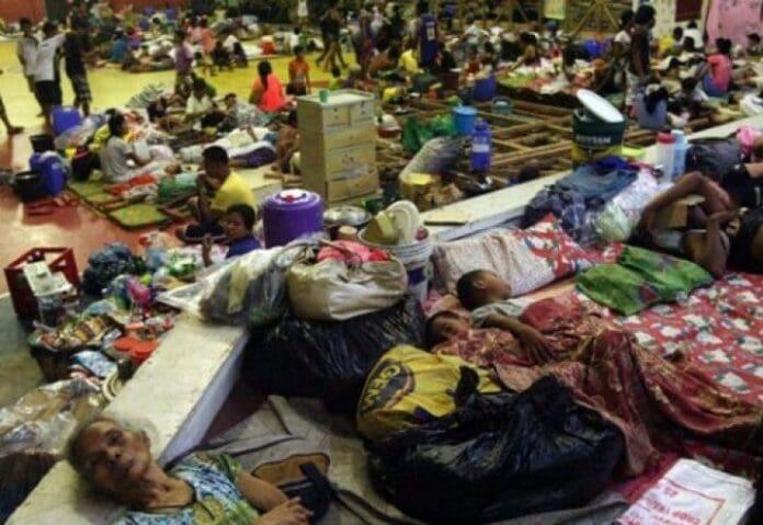 taifunul-haiyan-centru-evacuare-Filipine