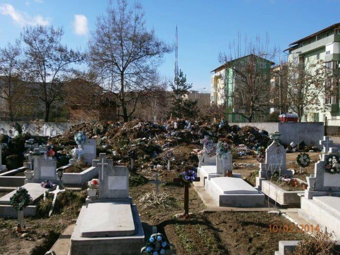 gunoaie-in-cimitirul-din-calea-sagului