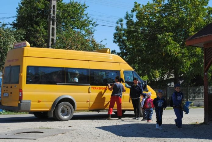 microbuz-transport-scolar-elevi