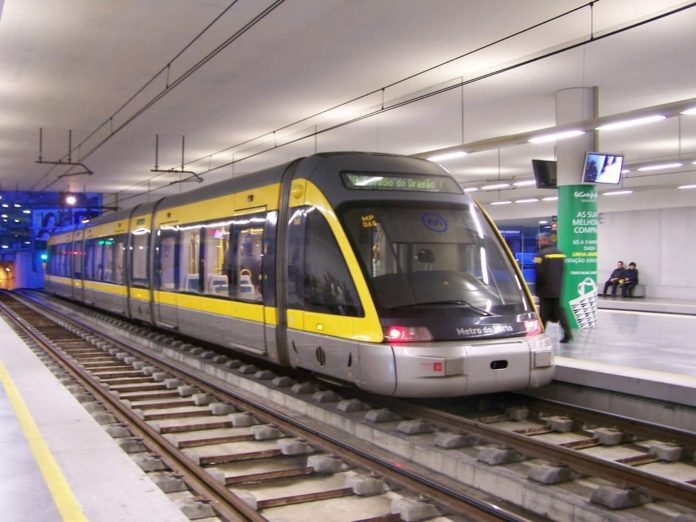 Metro_do_Porto_Flexity_Outlook_Eurotram_Trindade