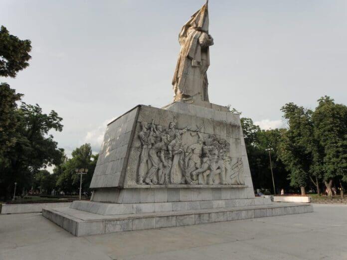 2-Monumentul-Ostasului-Roman-Parcul-Central-1