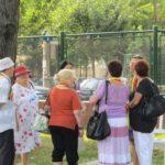 grapini-plimbare-parcul-rozelor-pensionari-15