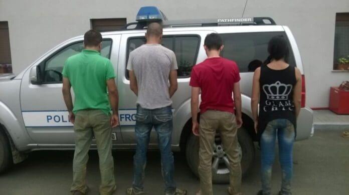migranti-retinuti-de-politia-de-frontiera