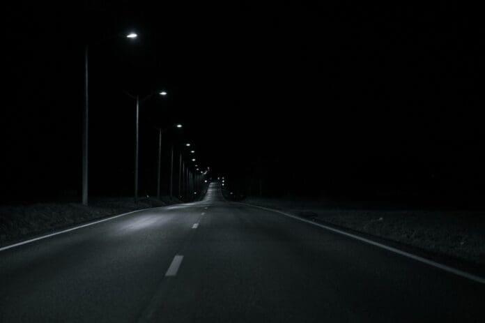 strada-sosea-iluminata-noaptea