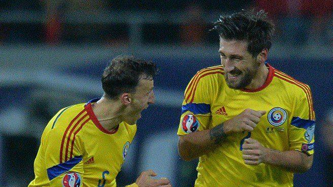 Paul-Papp-dreapta-marcator-a-doua-goluri-n-Romania-2-0-Irlanda-de-Nord
