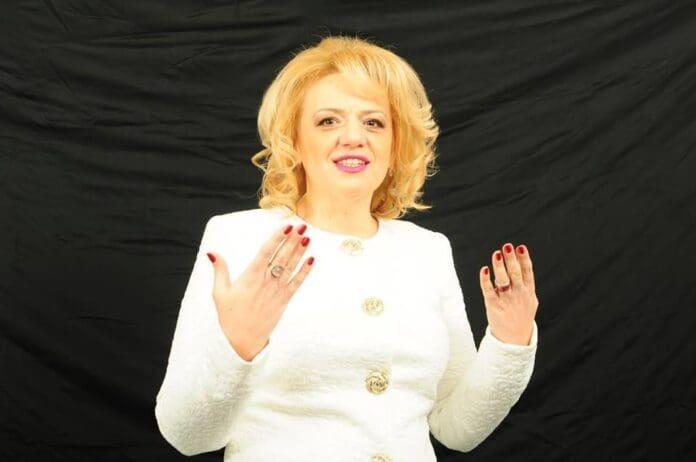 Simona-Alice-Man
