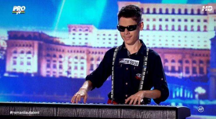 """FABULOS! Un copil de numai 14 ani, din Timișoara, a cântat la pian deși e ORB! Vezi cum a interpretat """"Let it be"""", la Românii au talent! VIDEO, Vocea Timisului"""