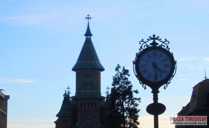 Ceasul-Piata-Victoriei-turnul-Catedralei