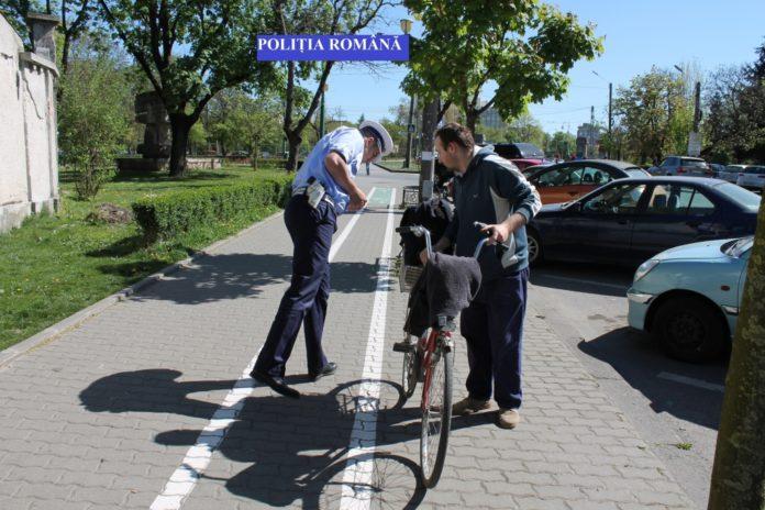 Poliția-Rutieră-a-periat-conducătorii-de-vehicule-pe-două-roți-din-Timiș-biciclisti-1
