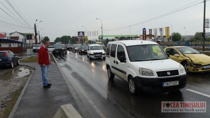 """Șoferul-unui-Audi-Q7-s-a-""""vârât""""-cu-TUPEU-pe-Calea-Șagului-și-a-provocat-un-accident1"""