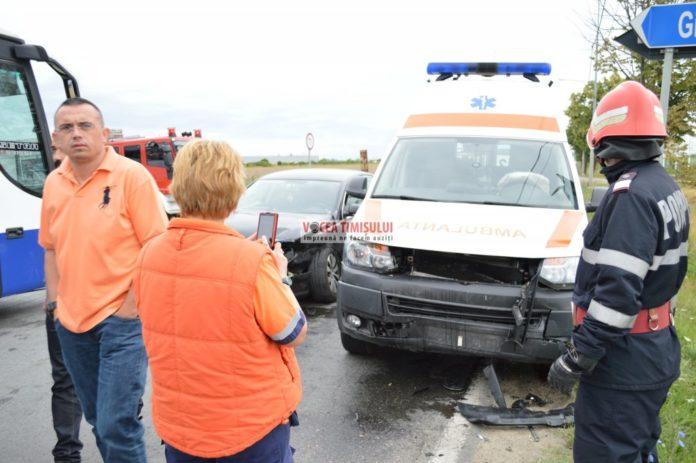Ambulanţă-implicată-într-un-accident@02