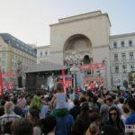 Horia-Brenciu-show-INCENDIAR-în-fața-miilor-de-timișoreni-aflați-în-Piața-Victoriei-1