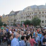 Horia-Brenciu-show-INCENDIAR-în-fața-miilor-de-timișoreni-aflați-în-Piața-Victoriei-3