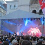 Horia-Brenciu-show-INCENDIAR-în-fața-miilor-de-timișoreni-aflați-în-Piața-Victoriei-7
