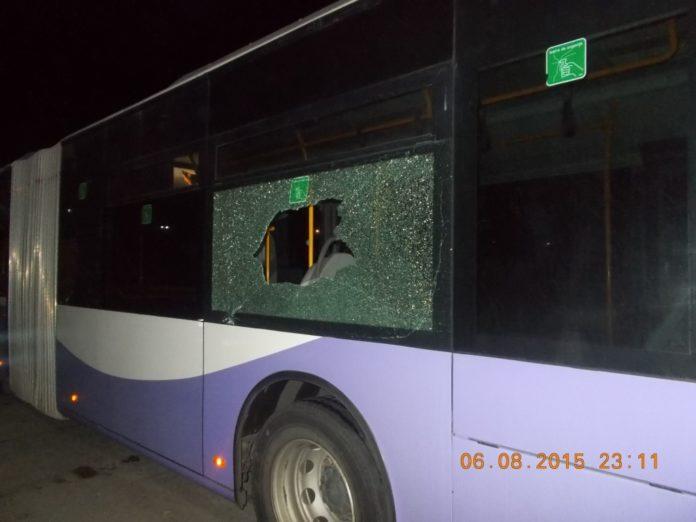 autobuz-cu-geam-spart-1