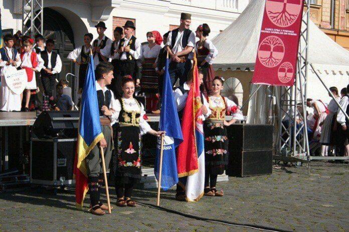 festival-maraton-muzica-dansuri-sarbesti-piata-unirii-26