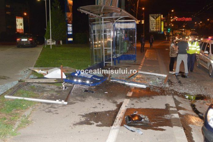 Staţie-de-autobuz-distrusă06