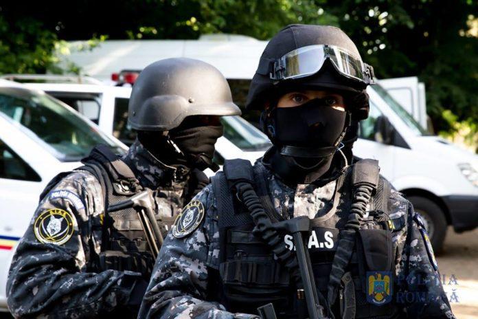 politisti-mascati-sias-trupe-speciale