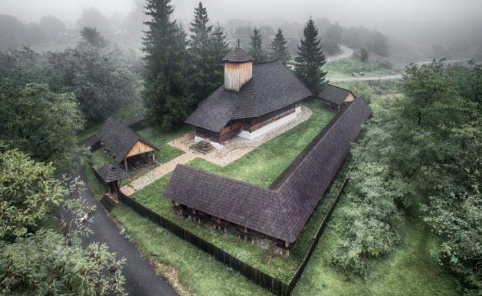 Biserica-de-lemn