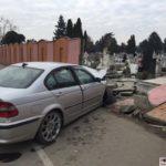 BMW-in-gardul-cimitirului-din-Calea-Sagului03