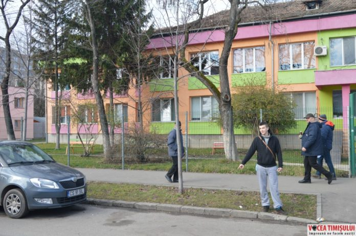 Tinerii-care-au-vandalizat-zeci-de-autoturisme-din-zona-Dacia12