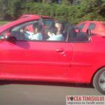 șofer-cu-copilul-în-brațe-la-volan6