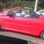 șofer-cu-copilul-în-brațe-la-volan8