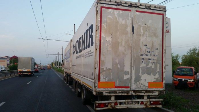 Accident-TIR-Calea-Lugojului-stalp-2