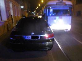 Masina-de-Mehedinti-parcata-pe-linia-de-tramvai