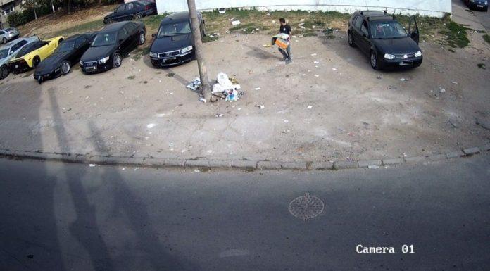 surprins-de-camerele-video-in-timp-ce-arunca-hunoiul-pe-strada