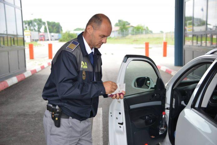 politist-de-frontiera-in-punct-de-trecere-a-frontierei