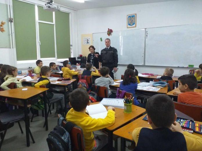 politist-local-la-scoala