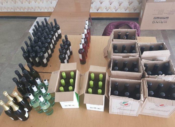 Piata Mehala, RAZIE in Piata Mehala: peste 100 de sticle cu bauturi alcoolice contrafacute, depistate de jandarmi
