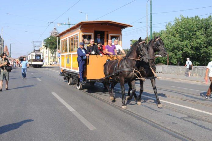 tramvai-tras-de-cai-la-Timisoara