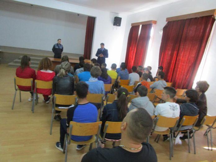 actiune-politisti-in-scoli